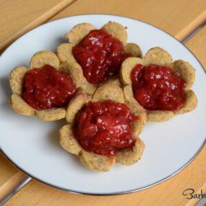 Biscotti macrobiotici con confettura di fragole